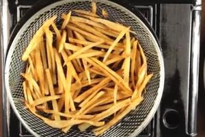 """""""Грамаджо"""" – закуска из картофеля фри с жареной ветчиной и взбитыми яйцами: готовится очень быстро, а вкус – пальчики оближешь"""