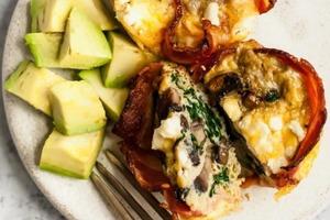 Яично-грибные кексы с беконом и шпинатом: всего 209 ккал на порцию (можно замораживать)