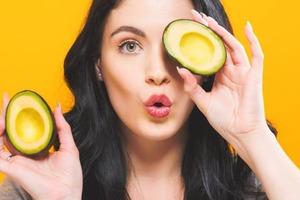 Авокадо и сладкий картофель: диетолог Райан Раман рассказал, какие продукты позволяют укрепить волосы