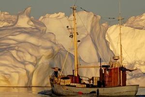 Спасти Арктический лед с помощью стекла: некоторые ученые предлагают все более смелые планы в борьбе с глобальным потеплением