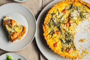 Выпечка с сыром: пирог с лососем и десерт с нектаринами
