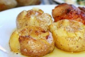 Запеченную картошку люблю еще больше. Узнала удивительный рецепт с морской солью и розмарином