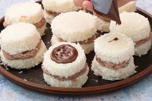 Кокосовые пирожные с шоколадным кремом и сливками: интересно готовить и вкусно есть