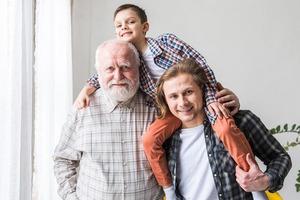 «Мне всю жизнь приходилось заботиться о финансах!»: от жизненного опыта зависит, как разные поколения пытаются сэкономить деньги