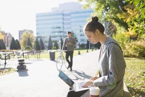 Еще не поздно сменить специальность: 8 рабочих мест, где платят хорошо, а высшего образования не требуют