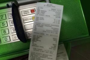 Забираем свои чеки из магазинов и банкоматов с собой: новый вид мошенничества