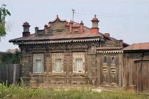 Житель уральской деревни получил покосившийся дом в наследство от деда и превратил его в уникальный сказочный терем