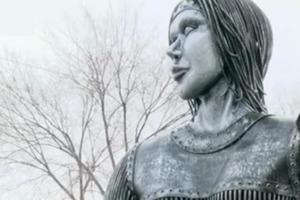 Почему Андрей Разин решил выкупить у властей демонтированный памятник Аленке