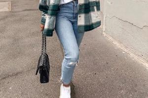 Безупречно и не холодно: как носить теплые рубашки этой осенью и зимой (модные примеры готовых образов)