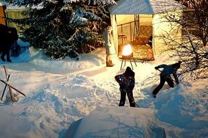 Был обычный зимний вечер, как вдруг огонь потух (смешное видео)