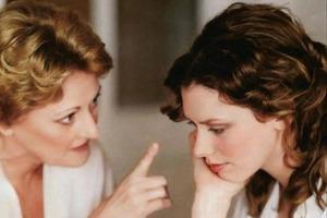 Свекровь не ладила с невесткой и уговорила сына уйти от жены к молодой любовнице: она не ожидала, как все обернется
