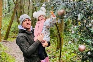Наряженная елка в лесу, или Как находчивый британец отучил свою дочь от соски-пустышки