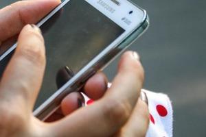 Роспотребнадзор запретил использовать телефоны в обучении несовершеннолетних детей