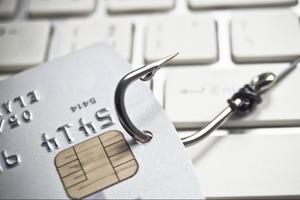 """""""Клиенту сложно что-либо отследить"""": россиянам рассказали о схеме мошенничества с дубликатами банковских карт"""