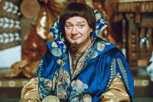 """Сначала на манекенах, потом на экране: жители Пскова первыми увидели сказочные наряды из предстоящего фильма """"Конек-Горбунок"""" (фото)"""