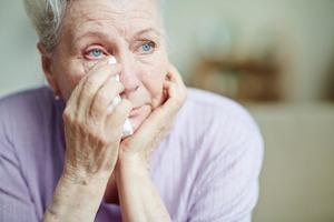 Слезы струйками стекали по уставшему лицу: Лидия не хотела и мысли допускать, что когда-то в ее жизни поселится одиночество