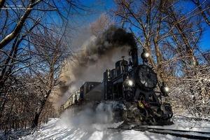 Венгерский фотограф пять лет снимал поезда в самых красивых местах планеты: от этих кадров захватывает дух (фото)