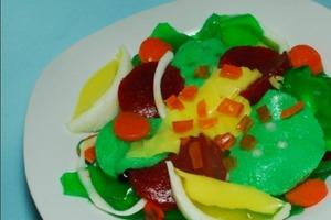 А на десерт у нас салат: рецепт необычного лакомства из желатина